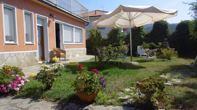 Villa in vendita a Andora, 5 locali, prezzo € 350.000 | CambioCasa.it