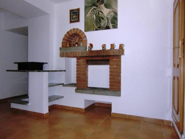 Appartamento in affitto a Asso, 3 locali, prezzo € 380 | CambioCasa.it