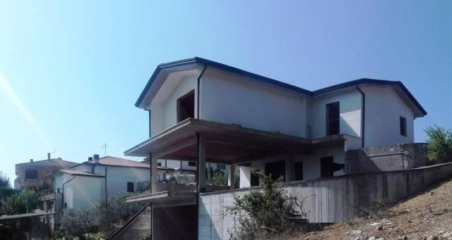 Villa in vendita a Ripi, 5 locali, prezzo € 210.000 | CambioCasa.it