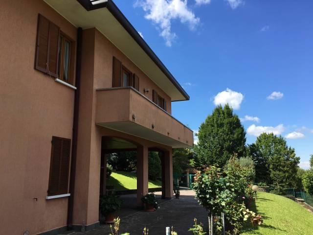 Villa in Vendita a Barzanò