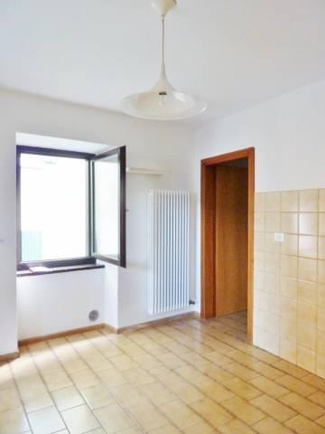 Appartamento in affitto a Calceranica al Lago, 2 locali, prezzo € 430 | CambioCasa.it