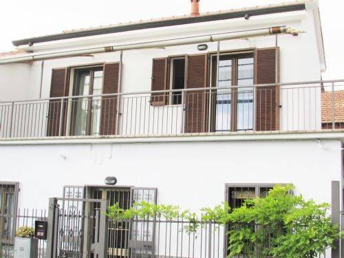Villa in vendita a Cusano Milanino, 4 locali, prezzo € 280.000 | CambioCasa.it