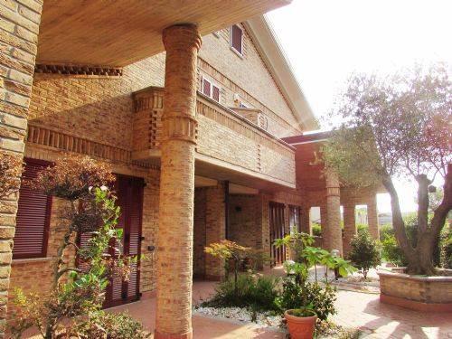 Villa in vendita a Paderno Dugnano, 5 locali, prezzo € 550.000 | CambioCasa.it