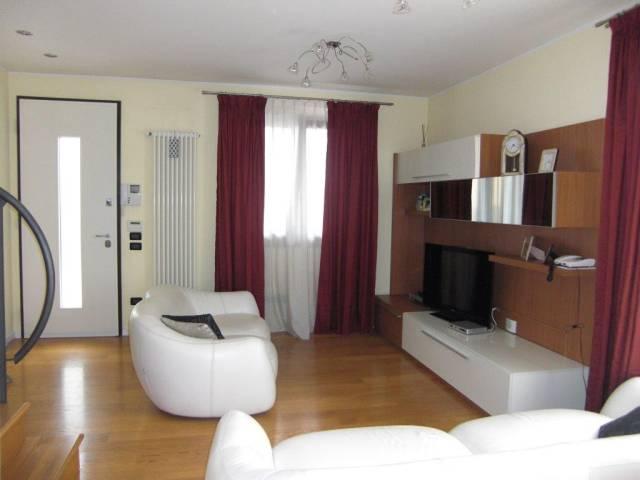 Villa a Schiera in vendita a Trevignano, 5 locali, prezzo € 250.000 | CambioCasa.it