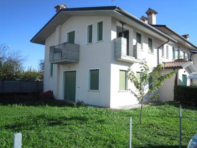 Villa in vendita a Trevignano, 3 locali, prezzo € 165.000   CambioCasa.it