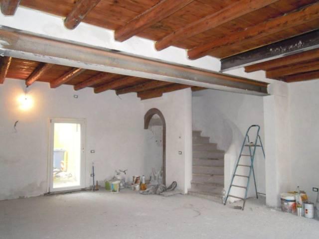 Villa in vendita a Nervesa della Battaglia, 4 locali, prezzo € 145.000 | CambioCasa.it