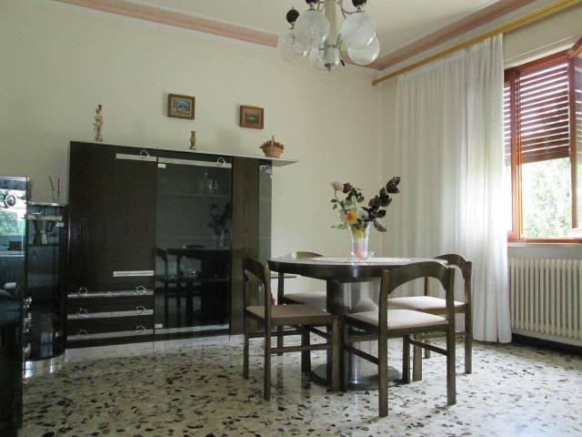 Villa in vendita a Trevignano, 3 locali, prezzo € 160.000   CambioCasa.it