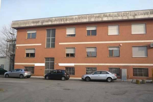 Capannone in vendita a Torino, 6 locali, zona Zona: 12 . Barca-Bertolla, Falchera, Barriera Milano, Corso Regio Parco, Rebaudengo, prezzo € 220.000 | CambioCasa.it