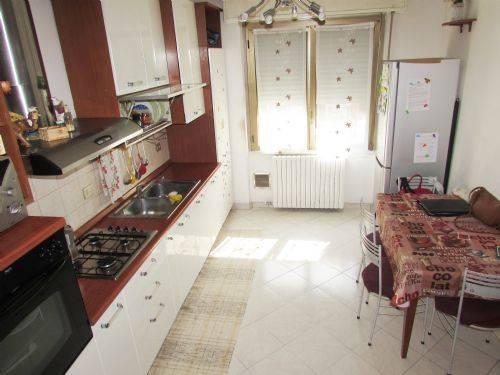 Appartamento in vendita a Cusano Milanino, 4 locali, prezzo € 252.000 | CambioCasa.it