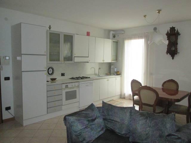 Appartamento in vendita a Trevignano, 3 locali, prezzo € 105.000 | CambioCasa.it