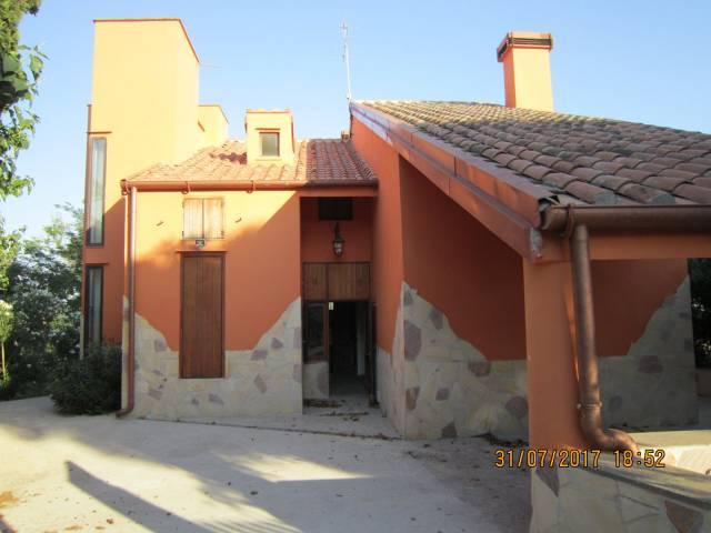 Villa in vendita a Tarquinia, 6 locali, prezzo € 340.000   CambioCasa.it