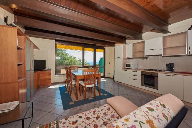 Appartamento in vendita a Brenzone, 3 locali, prezzo € 220.000 | CambioCasa.it