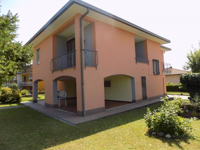 Villa in vendita a Lurate Caccivio, 6 locali, prezzo € 415.000 | CambioCasa.it
