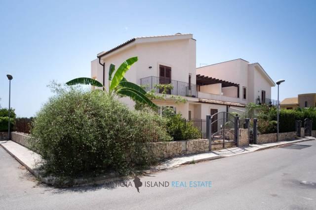 Villa in vendita a Siracusa, 6 locali, prezzo € 320.000 | CambioCasa.it