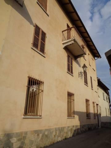 Soluzione Indipendente in vendita a Bra, 6 locali, prezzo € 264.000 | CambioCasa.it