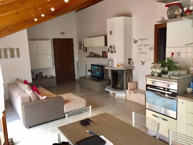 Attico / Mansarda in vendita a Castello di Brianza, 3 locali, prezzo € 154.000 | CambioCasa.it