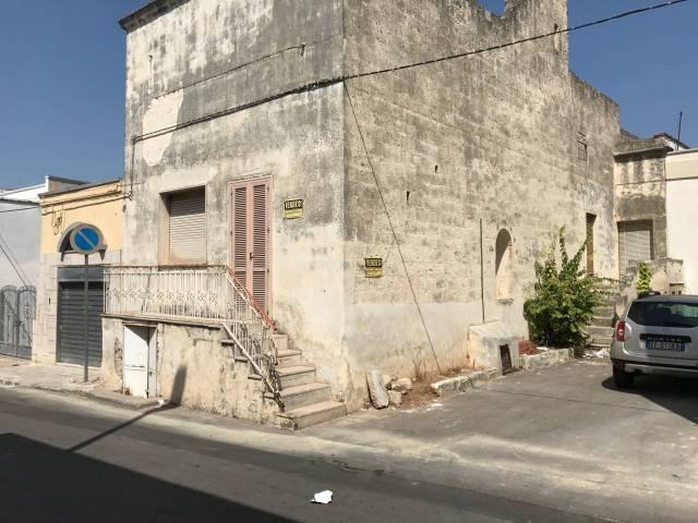 Palazzo / Stabile in Vendita a Veglie