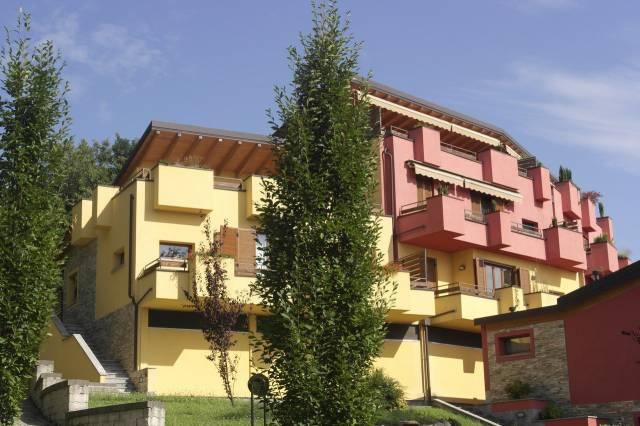 Appartamento in vendita a Cocquio-Trevisago, 3 locali, prezzo € 189.000 | CambioCasa.it