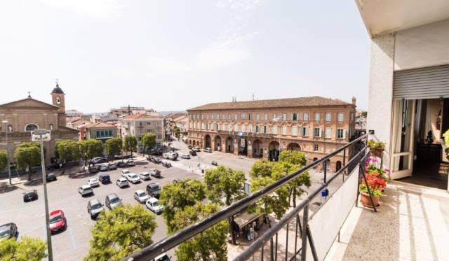 Appartamento in vendita a Civitanova Marche, 6 locali, prezzo € 350.000 | CambioCasa.it