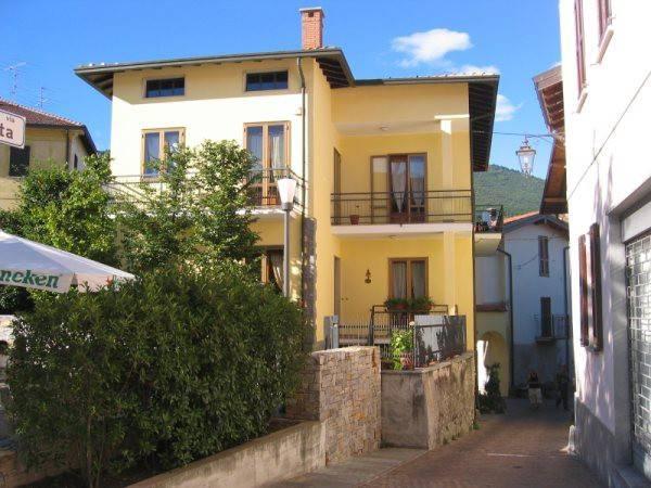 Villa in affitto a Comerio, 4 locali, prezzo € 1.050 | CambioCasa.it