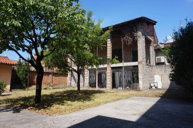 Rustico / Casale in vendita a Ghedi, 5 locali, prezzo € 125.000 | CambioCasa.it