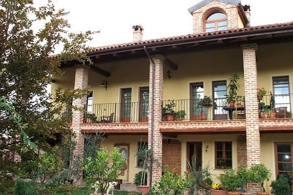 Rustico / Casale in vendita a Lauriano, 6 locali, prezzo € 290.000 | CambioCasa.it