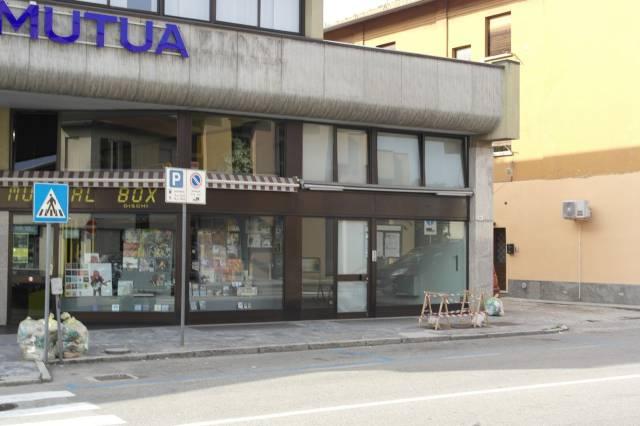Negozio / Locale in vendita a Besozzo, 3 locali, prezzo € 215.000 | CambioCasa.it