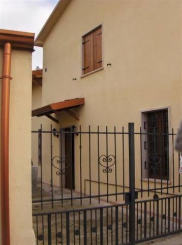 Soluzione Indipendente in affitto a Volta Mantovana, 5 locali, prezzo € 540 | CambioCasa.it