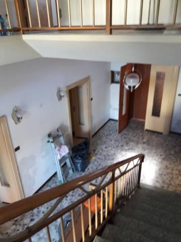 Villa in affitto a Volta Mantovana, 6 locali, prezzo € 400 | CambioCasa.it