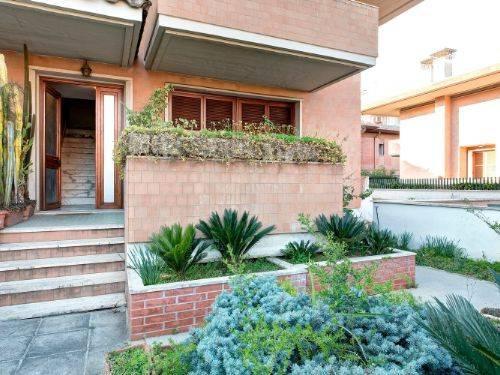 Villa in vendita a Latina, 4 locali, prezzo € 360.000 | CambioCasa.it