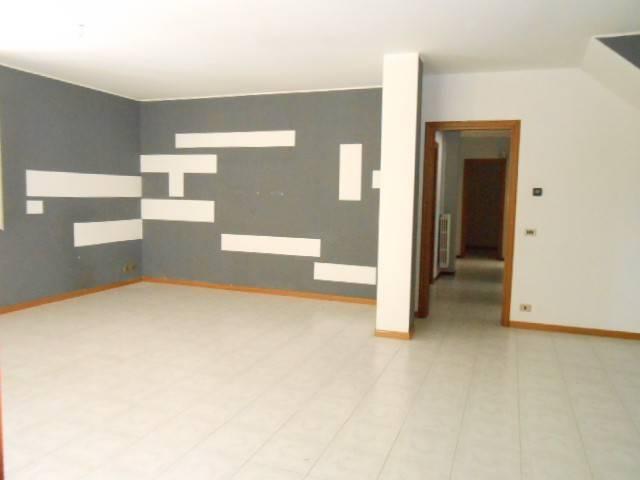Appartamento in affitto a Caresanablot, 4 locali, prezzo € 600 | CambioCasa.it
