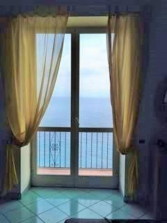 Appartamento in vendita a Capri, 3 locali, prezzo € 700.000   CambioCasa.it
