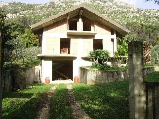 Soluzione Indipendente in vendita a Pietravairano, 6 locali, prezzo € 190.000   CambioCasa.it