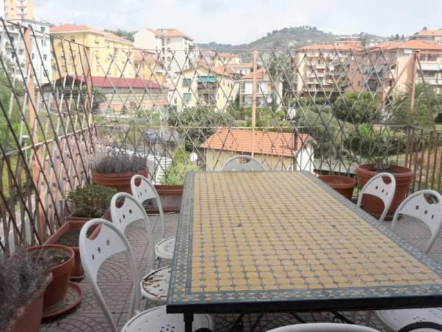 Appartamento in affitto a Imperia, 6 locali, prezzo € 700   CambioCasa.it