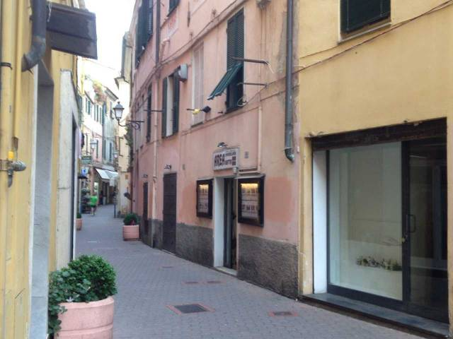Negozio / Locale in affitto a Imperia, 1 locali, prezzo € 350   CambioCasa.it