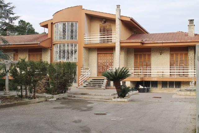 Villa in vendita a Valenzano, 5 locali, prezzo € 480.000 | CambioCasa.it