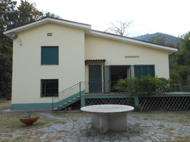 Villa in vendita a Mignano Monte Lungo, 6 locali, prezzo € 260.000 | CambioCasa.it