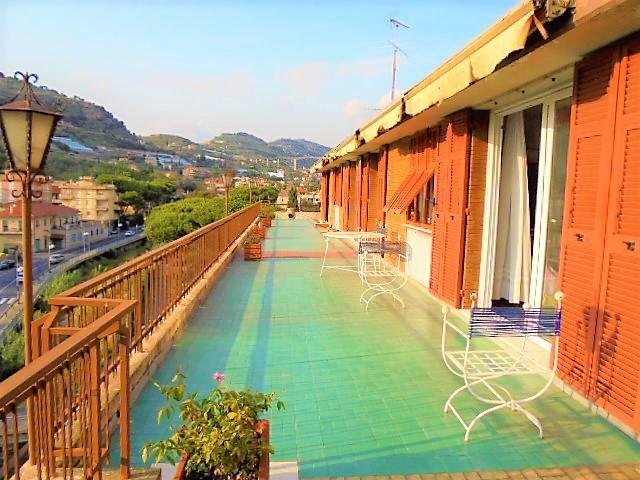 Attico / Mansarda in vendita a Bordighera, 6 locali, prezzo € 395.000 | CambioCasa.it