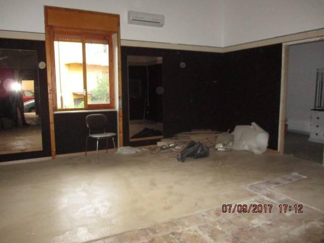 Negozio / Locale in affitto a Mercato San Severino, 1 locali, prezzo € 480 | CambioCasa.it