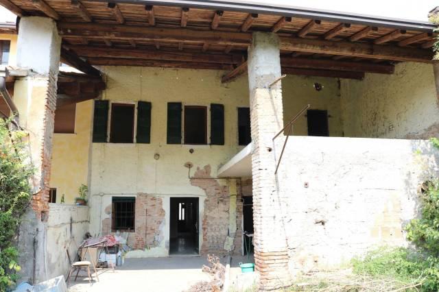 Rustico / Casale in vendita a Montichiari, 6 locali, prezzo € 155.000 | CambioCasa.it