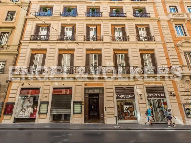 Appartamento in Vendita a Roma via del tritone