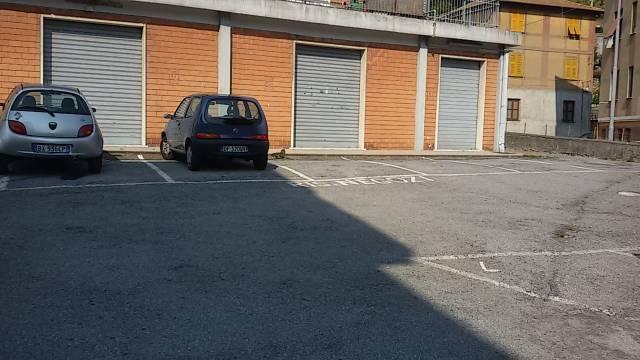 Negozio / Locale in affitto a Serra Riccò, 3 locali, prezzo € 1.500 | CambioCasa.it