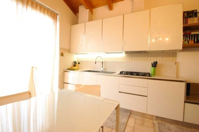 Appartamento in vendita a Cogliate, 3 locali, prezzo € 148.000 | CambioCasa.it