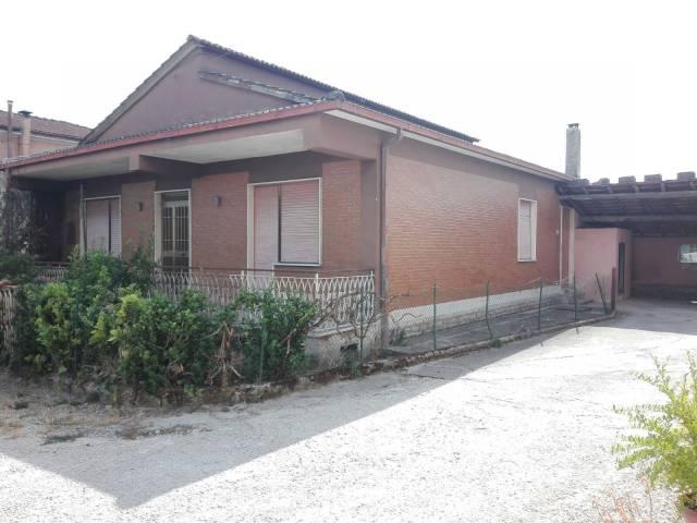 Villa in vendita a Frosinone, 5 locali, prezzo € 100.000   CambioCasa.it
