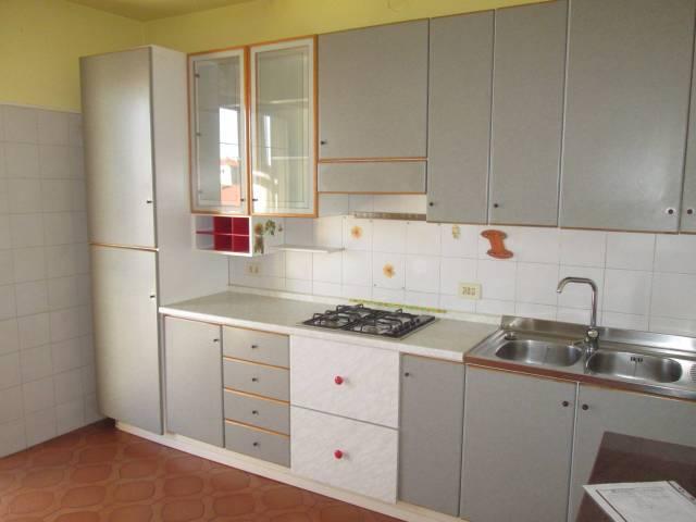 Appartamento in vendita a Boves, 4 locali, prezzo € 90.000 | CambioCasa.it