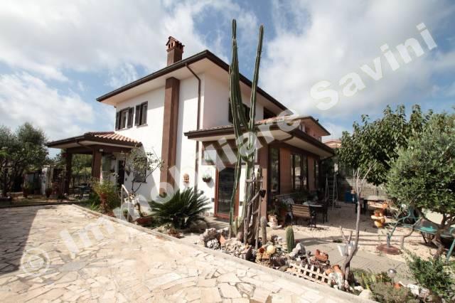 Villa in vendita a Genzano di Roma, 4 locali, prezzo € 249.000 | CambioCasa.it