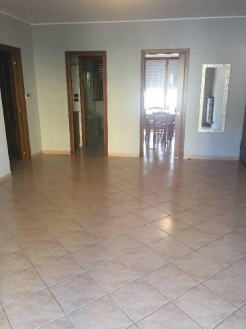 Appartamento in affitto a Pinerolo, 4 locali, prezzo € 750 | CambioCasa.it