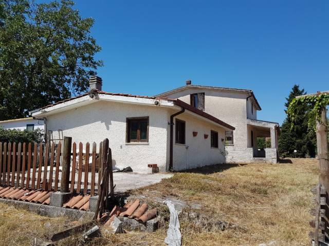 Villa in vendita a Alatri, 4 locali, prezzo € 189.000 | CambioCasa.it