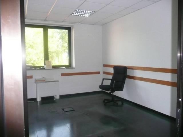 Ufficio / Studio in affitto a Orbassano, 6 locali, prezzo € 750   CambioCasa.it