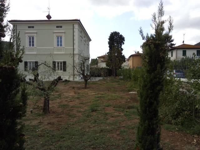 Villa in affitto a Lucca, 9999 locali, Trattative riservate | CambioCasa.it